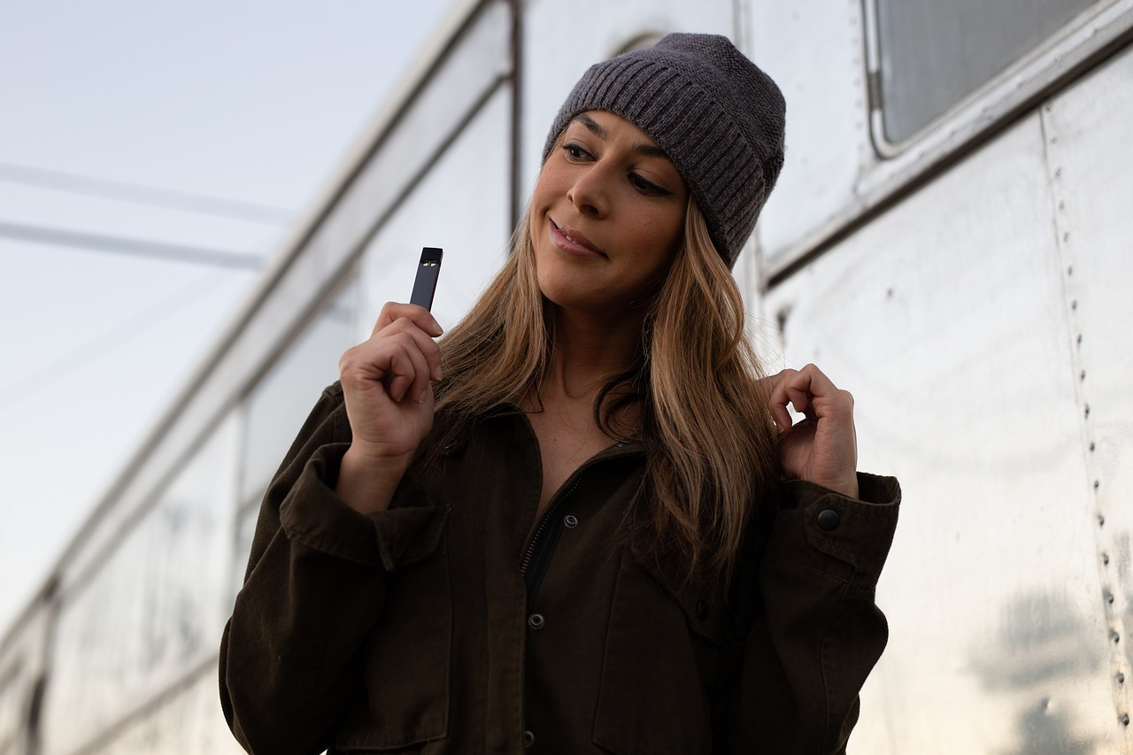 What is the legal age to vape in the UK?